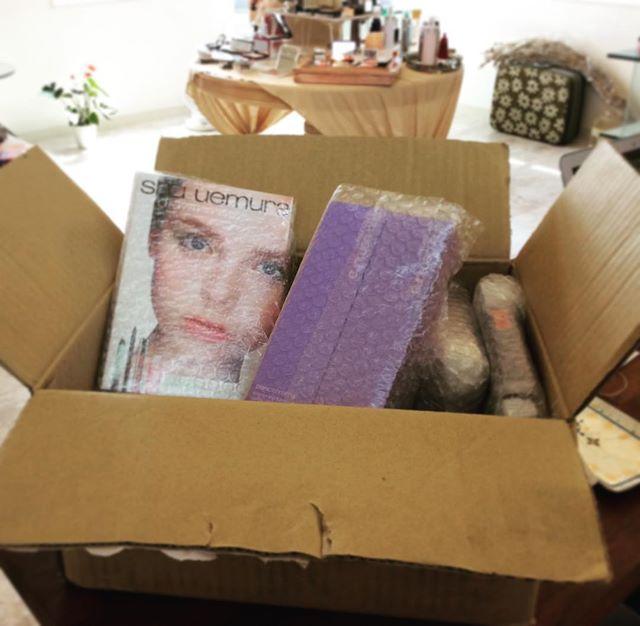 多くの化粧品を郵送にて買取させていただいております